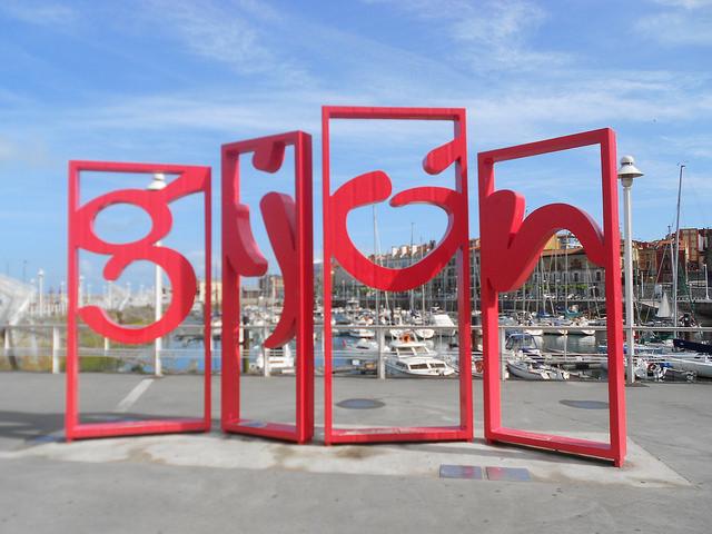 Una tarde de domingo nada rara en Gijón