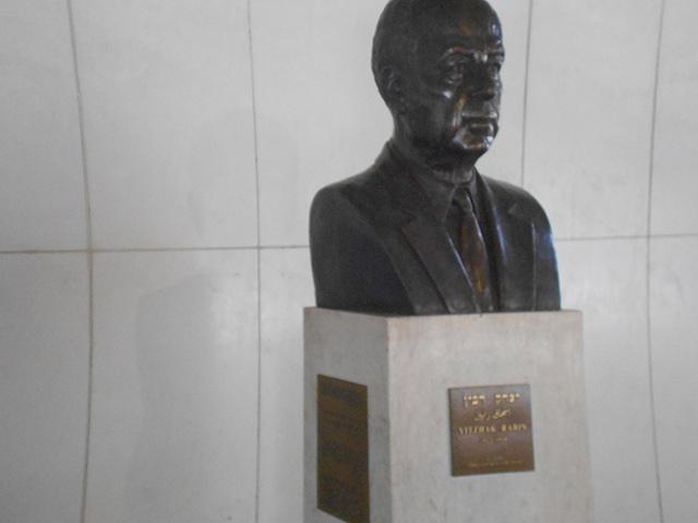 Busto de Issac Rabin en el Memoral Isaac Rabin, Rabin Square, Tel Aviv